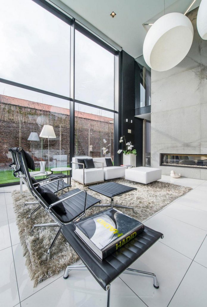 artipool-transformed-former-bakery-bright-airy-home-thanks-double-height-living-space-skylight-kitchen-huge-windows-thin-profiles-05
