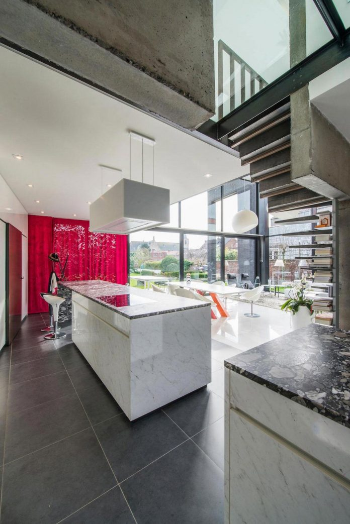 artipool-transformed-former-bakery-bright-airy-home-thanks-double-height-living-space-skylight-kitchen-huge-windows-thin-profiles-10