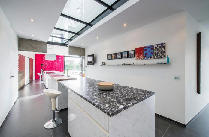 artipool-transformed-former-bakery-bright-airy-home-thanks-double-height-living-space-skylight-kitchen-huge-windows-thin-profiles-12