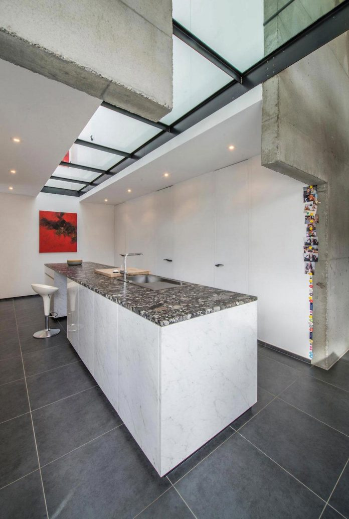 artipool-transformed-former-bakery-bright-airy-home-thanks-double-height-living-space-skylight-kitchen-huge-windows-thin-profiles-19
