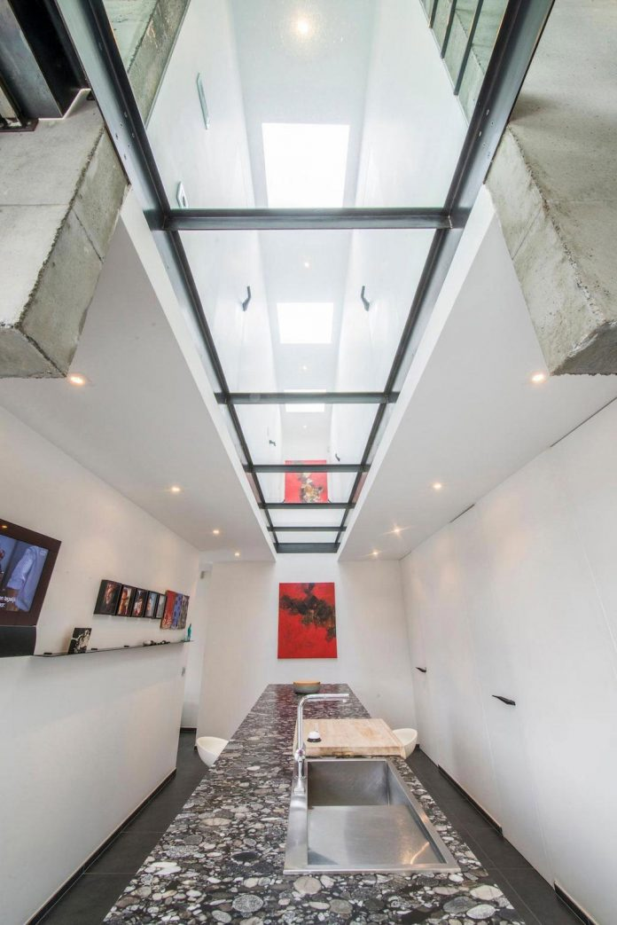 artipool-transformed-former-bakery-bright-airy-home-thanks-double-height-living-space-skylight-kitchen-huge-windows-thin-profiles-20