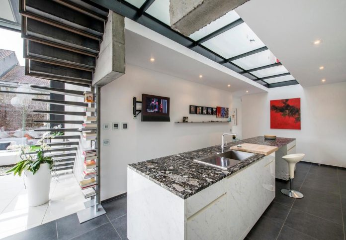artipool-transformed-former-bakery-bright-airy-home-thanks-double-height-living-space-skylight-kitchen-huge-windows-thin-profiles-21