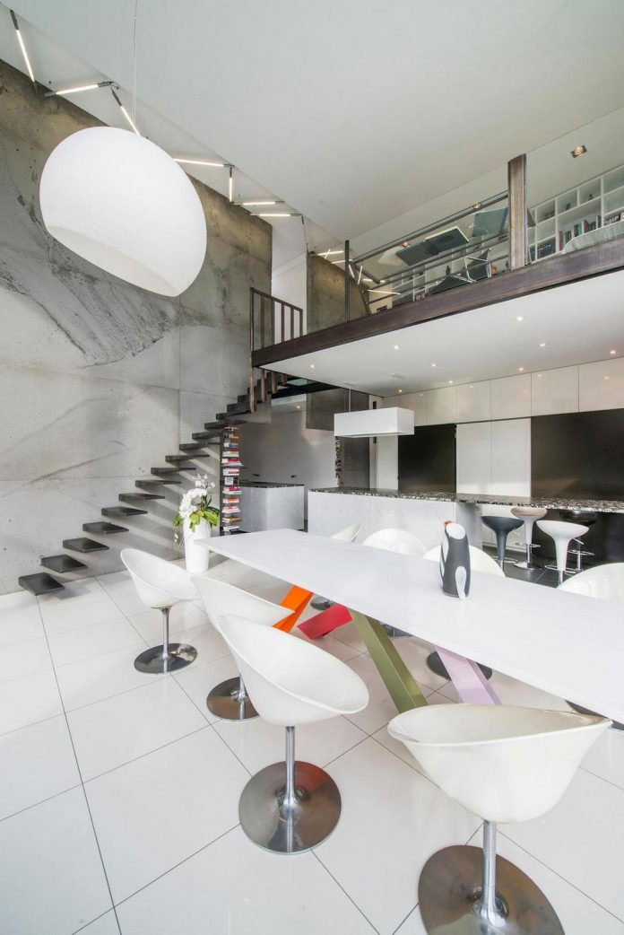 artipool-transformed-former-bakery-bright-airy-home-thanks-double-height-living-space-skylight-kitchen-huge-windows-thin-profiles-23