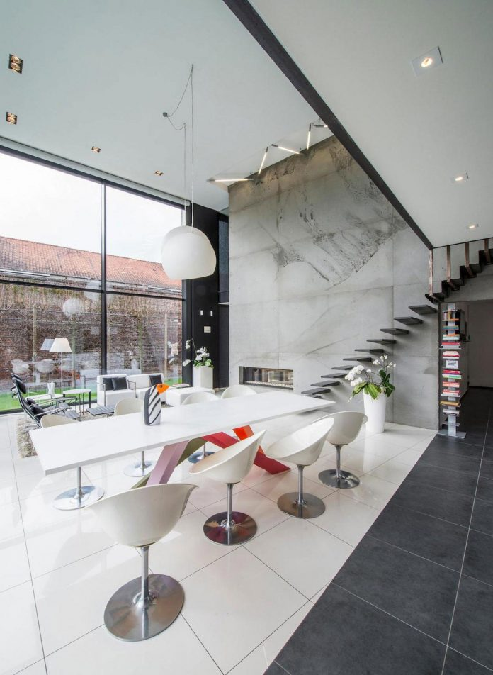 artipool-transformed-former-bakery-bright-airy-home-thanks-double-height-living-space-skylight-kitchen-huge-windows-thin-profiles-24