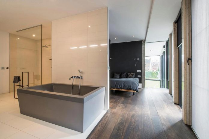 artipool-transformed-former-bakery-bright-airy-home-thanks-double-height-living-space-skylight-kitchen-huge-windows-thin-profiles-32