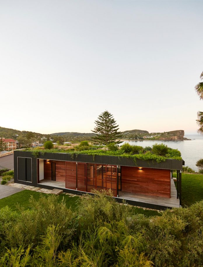 avalon-house-archiblox-contemporary-eco-friendly-prefab-home-built-just-6-weeks-01