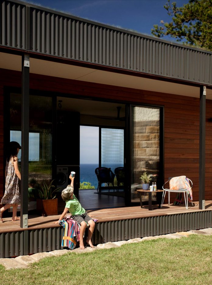 avalon-house-archiblox-contemporary-eco-friendly-prefab-home-built-just-6-weeks-03