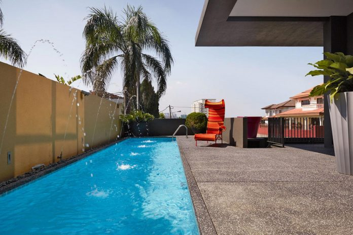 bungalow-completely-redesigned-contemporary-new-squarish-structure-01
