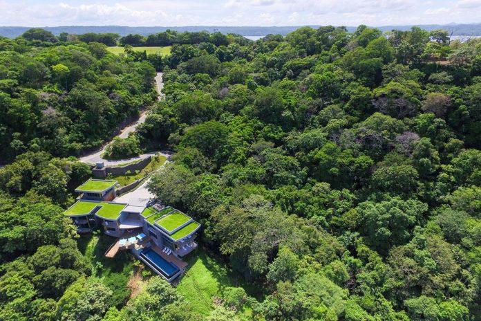 casa-magayon-sarco-architects-tropical-modern-luxury-home-peninsula-papagayo-luxury-resort-costa-rica-01