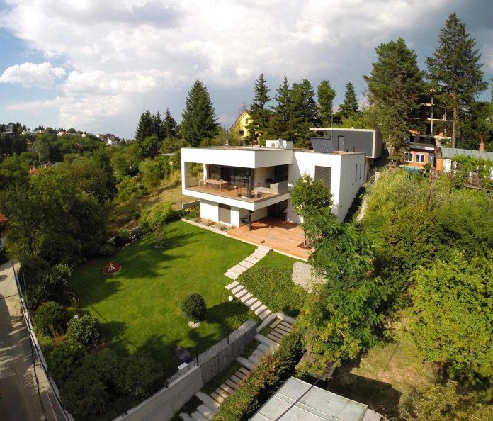 d2-single-family-house-bratislava-designed-mikulaj-mikulajova-01