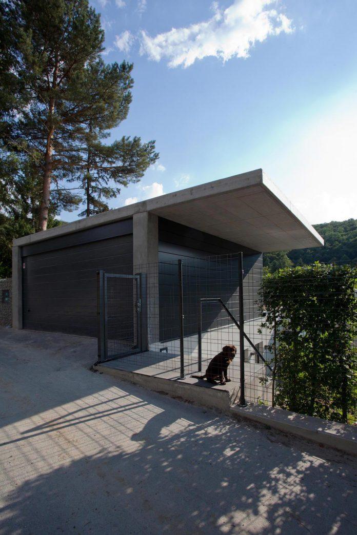 d2-single-family-house-bratislava-designed-mikulaj-mikulajova-03