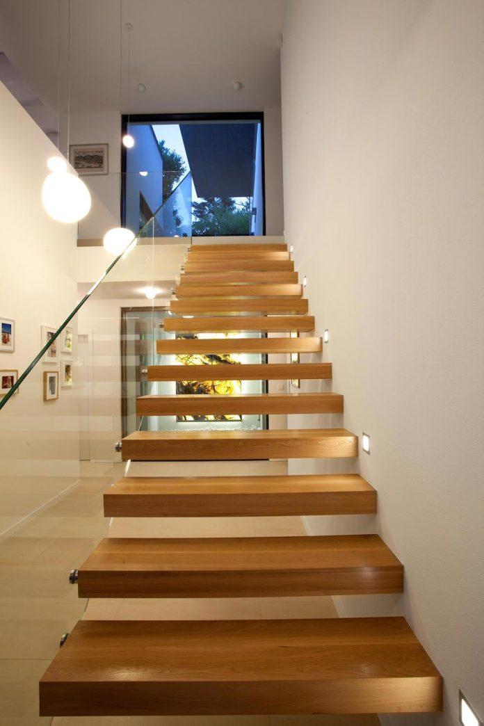 d2-single-family-house-bratislava-designed-mikulaj-mikulajova-12
