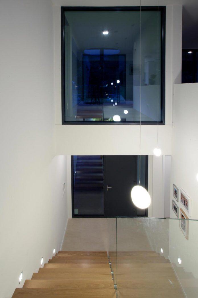 d2-single-family-house-bratislava-designed-mikulaj-mikulajova-13