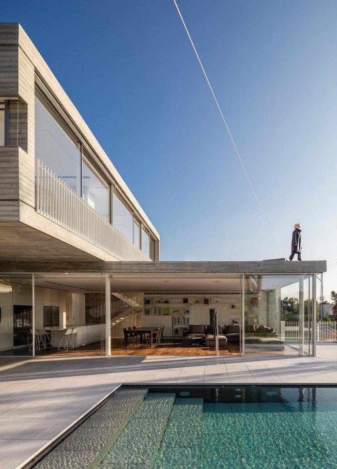 dual-house-modern-duplex-house-located-small-neighborhood-north-tel-aviv-01