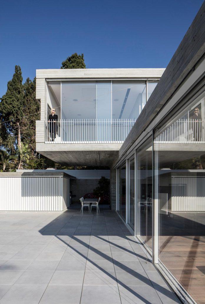 dual-house-modern-duplex-house-located-small-neighborhood-north-tel-aviv-02