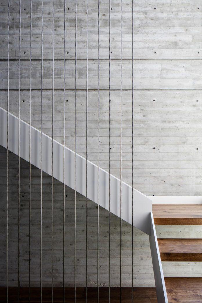 dual-house-modern-duplex-house-located-small-neighborhood-north-tel-aviv-04