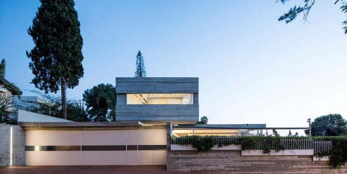 dual-house-modern-duplex-house-located-small-neighborhood-north-tel-aviv-08