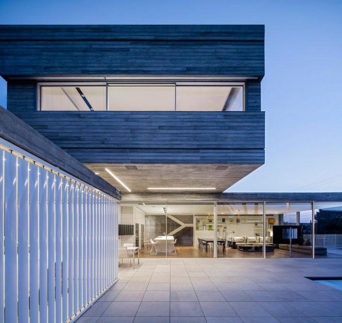 dual-house-modern-duplex-house-located-small-neighborhood-north-tel-aviv-11