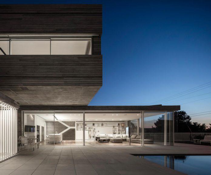 dual-house-modern-duplex-house-located-small-neighborhood-north-tel-aviv-12