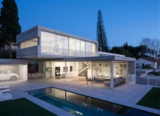Dual House: a modern duplex house located in a small neighborhood north of Tel-Aviv
