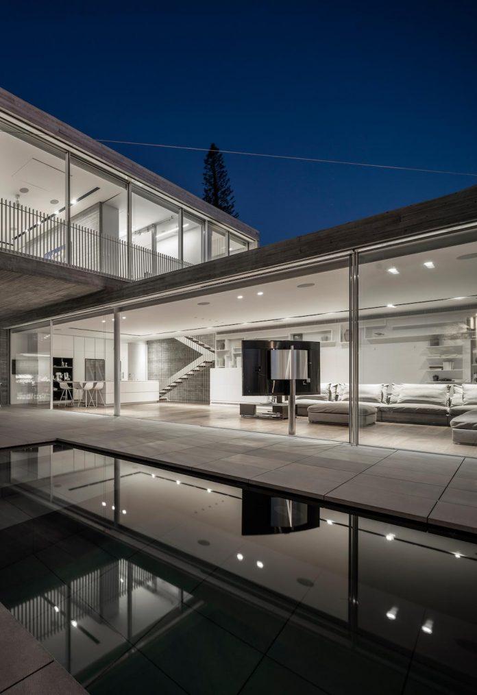 dual-house-modern-duplex-house-located-small-neighborhood-north-tel-aviv-14