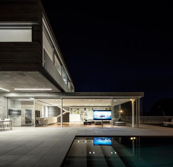 dual-house-modern-duplex-house-located-small-neighborhood-north-tel-aviv-17