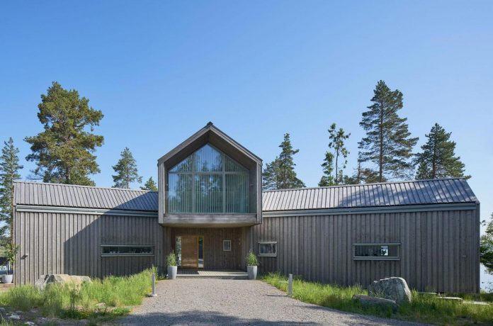 family-house-north-facing-triangular-promontory-overgrown-pine-blueberry-bushes-covered-large-boulders-04