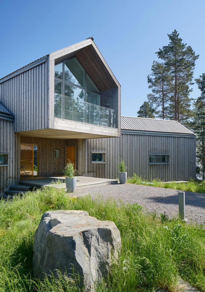 family-house-north-facing-triangular-promontory-overgrown-pine-blueberry-bushes-covered-large-boulders-10