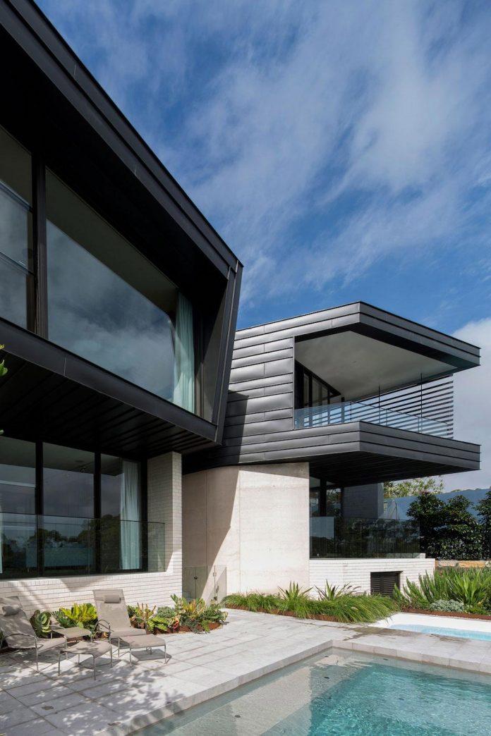 Fox Johnston Architects Design Balmoral House Set Hills