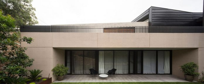 fox-johnston-architects-design-balmoral-house-set-hills-mosman-suburb-sydney-02