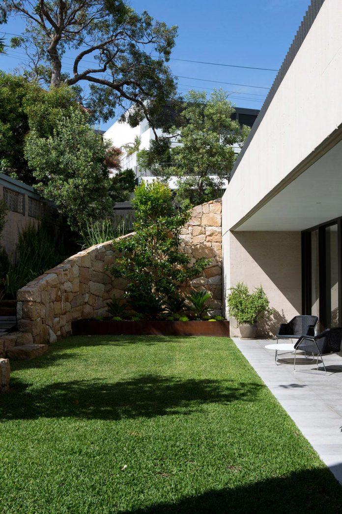 fox-johnston-architects-design-balmoral-house-set-hills-mosman-suburb-sydney-03