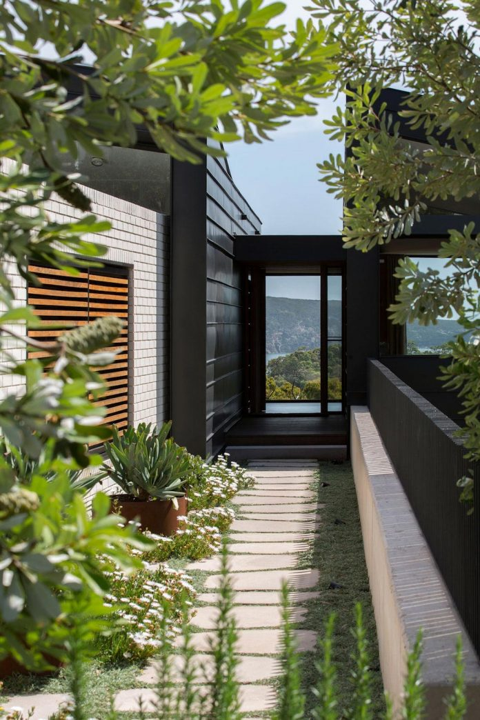 fox-johnston-architects-design-balmoral-house-set-hills-mosman-suburb-sydney-04