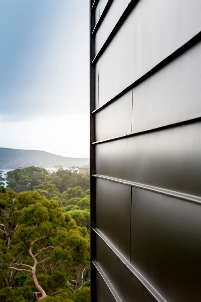 fox-johnston-architects-design-balmoral-house-set-hills-mosman-suburb-sydney-07