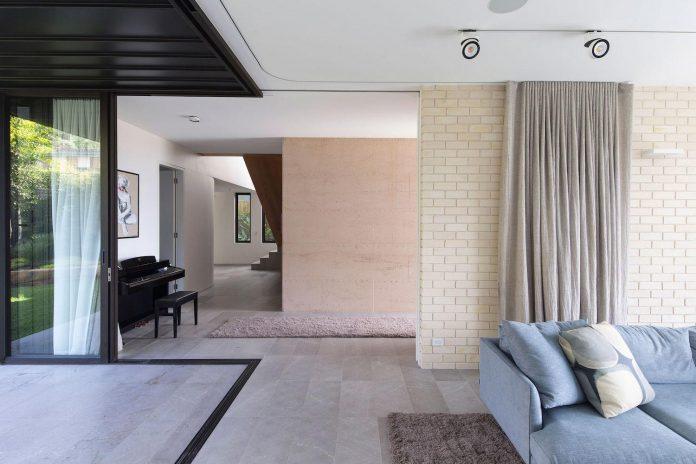 fox-johnston-architects-design-balmoral-house-set-hills-mosman-suburb-sydney-08