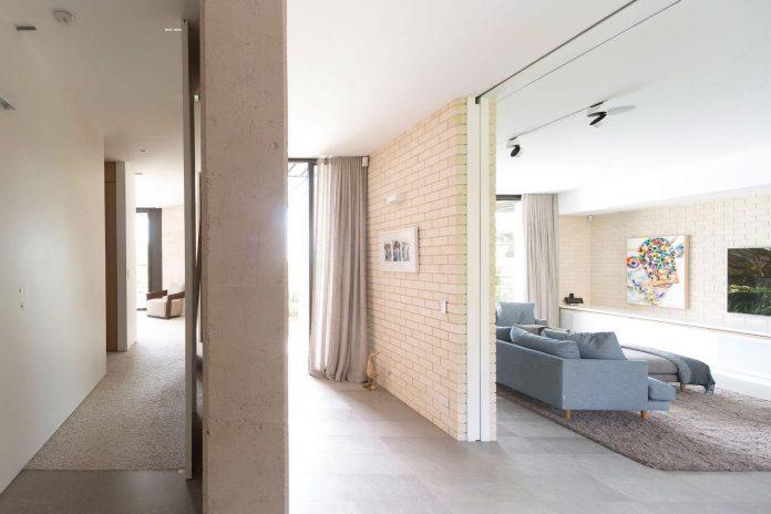 fox-johnston-architects-design-balmoral-house-set-hills-mosman-suburb-sydney-09
