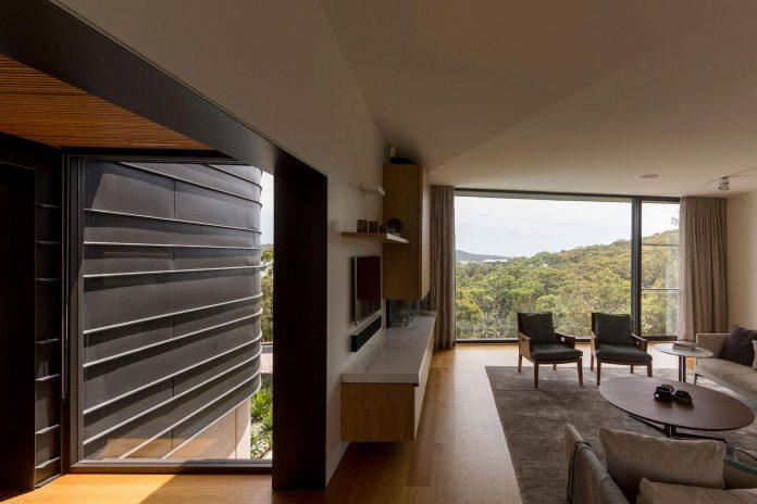 fox-johnston-architects-design-balmoral-house-set-hills-mosman-suburb-sydney-10