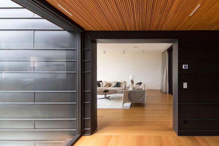 fox-johnston-architects-design-balmoral-house-set-hills-mosman-suburb-sydney-11