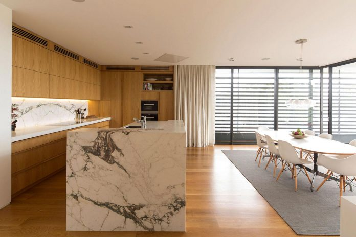 fox-johnston-architects-design-balmoral-house-set-hills-mosman-suburb-sydney-14