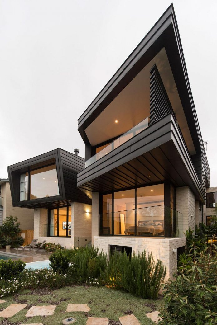 Fox Johnston Architects Design The Balmoral House Set On The Hills Of Mosman A Suburb Of Sydney