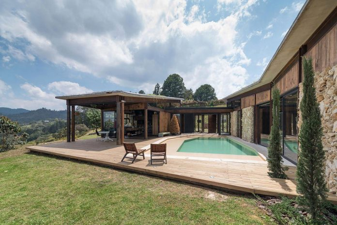 gozu-house-located-natural-environment-2200-m-7218-ft-altitude-el-retiro-colombia-03