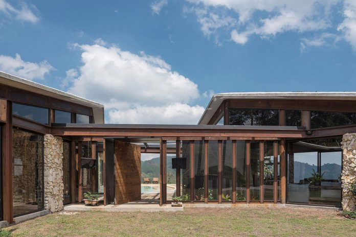 gozu-house-located-natural-environment-2200-m-7218-ft-altitude-el-retiro-colombia-06