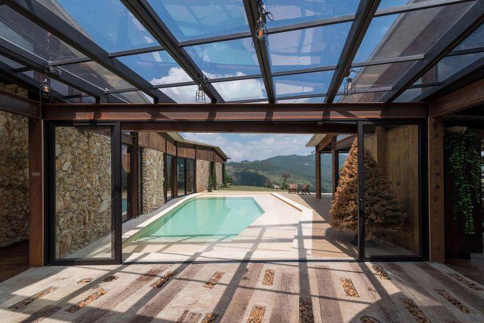 gozu-house-located-natural-environment-2200-m-7218-ft-altitude-el-retiro-colombia-07