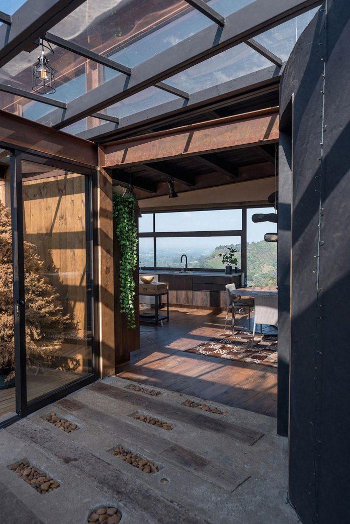 gozu-house-located-natural-environment-2200-m-7218-ft-altitude-el-retiro-colombia-09