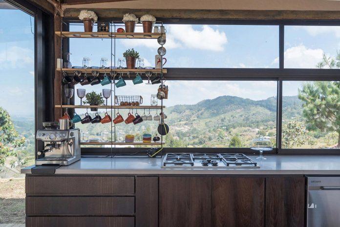 gozu-house-located-natural-environment-2200-m-7218-ft-altitude-el-retiro-colombia-11