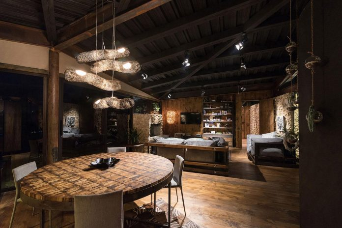 gozu-house-located-natural-environment-2200-m-7218-ft-altitude-el-retiro-colombia-13