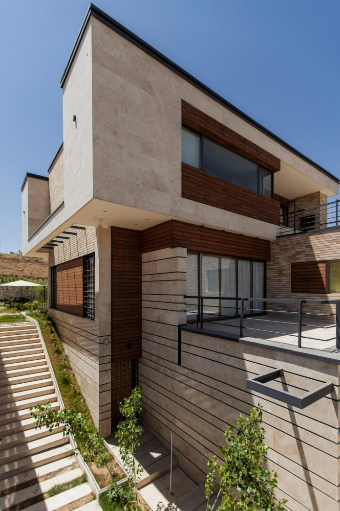 house-designed-family-eight-divided-three-plot-slope-02