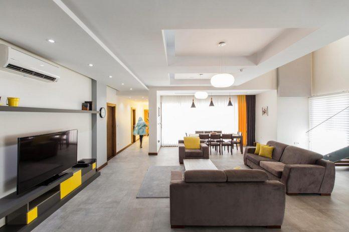 house-designed-family-eight-divided-three-plot-slope-04