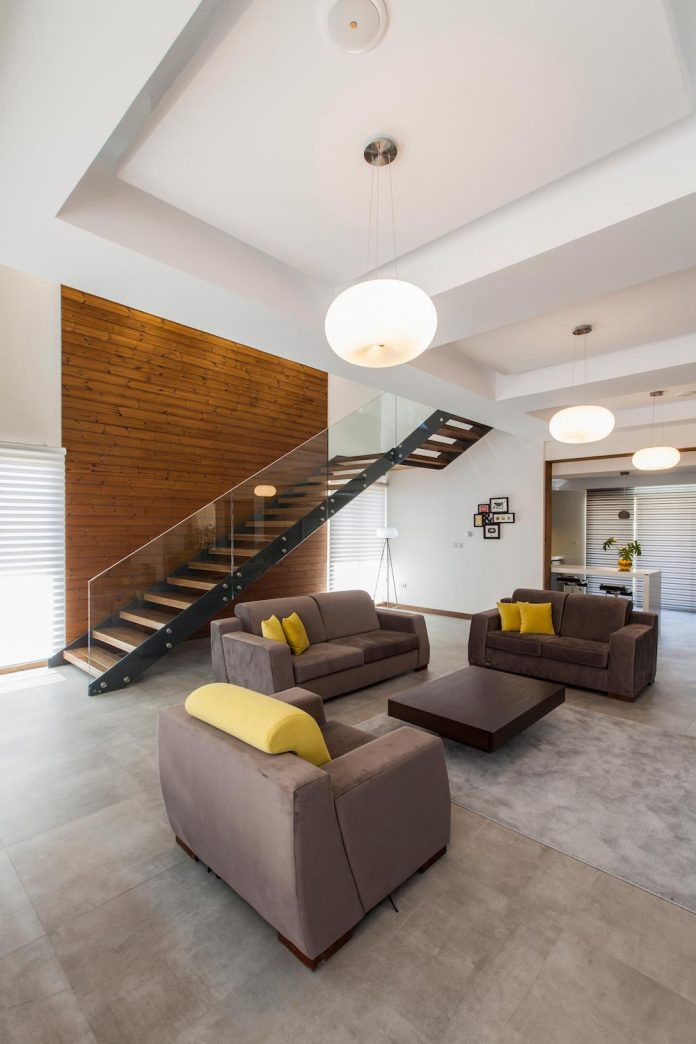 house-designed-family-eight-divided-three-plot-slope-05