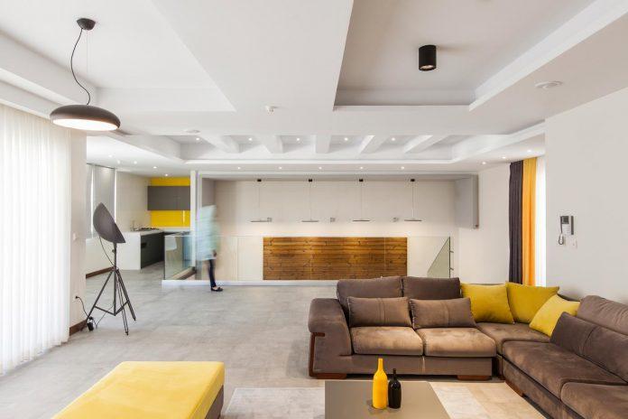 house-designed-family-eight-divided-three-plot-slope-11
