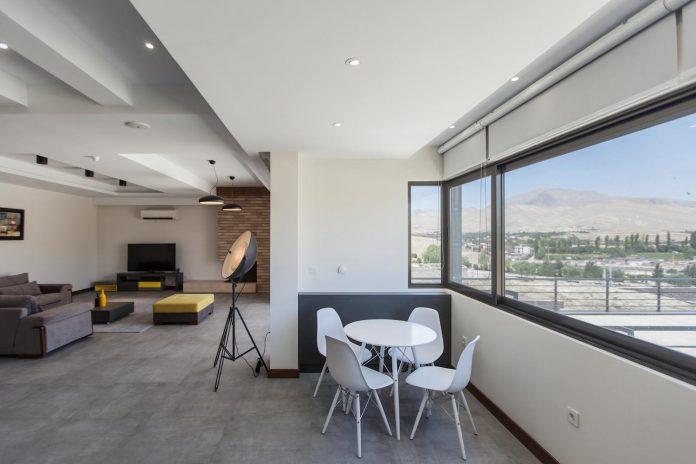 house-designed-family-eight-divided-three-plot-slope-12
